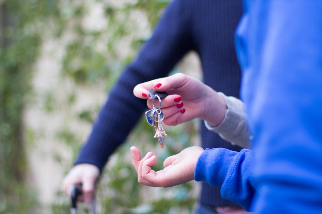 Gestion et remis des clés. Ménage, draps fournis. Assurance location Airbnb. Stockage affaires personnelles location saisonnière.